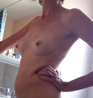 Benedicte happy ending massage Sikeston