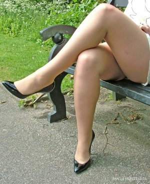 Maysane escorts in Lake Forest Park, WA