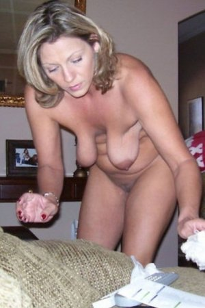 Norah nude swinger party in Shelbyville, TN